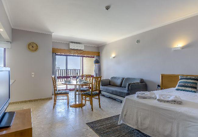em Portimão - Praia da Rocha Apartment with Balcony