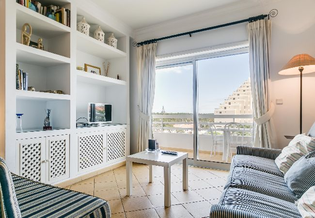 in Monte Gordo - Monte Gordo Beach Apartment with Balcony