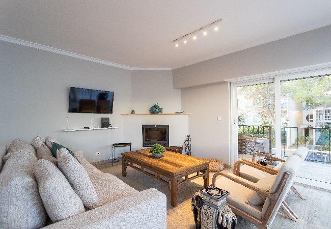 Apartment in Cascais - Cascais Spacious Apartment with Balcony